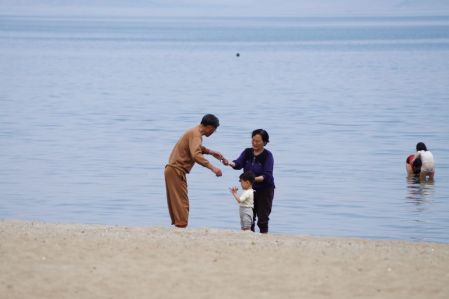 Wonsan - dziadkowie z wnuczkiem