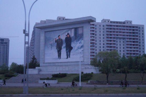 """Pjongjang - """"mural propagandowy"""""""