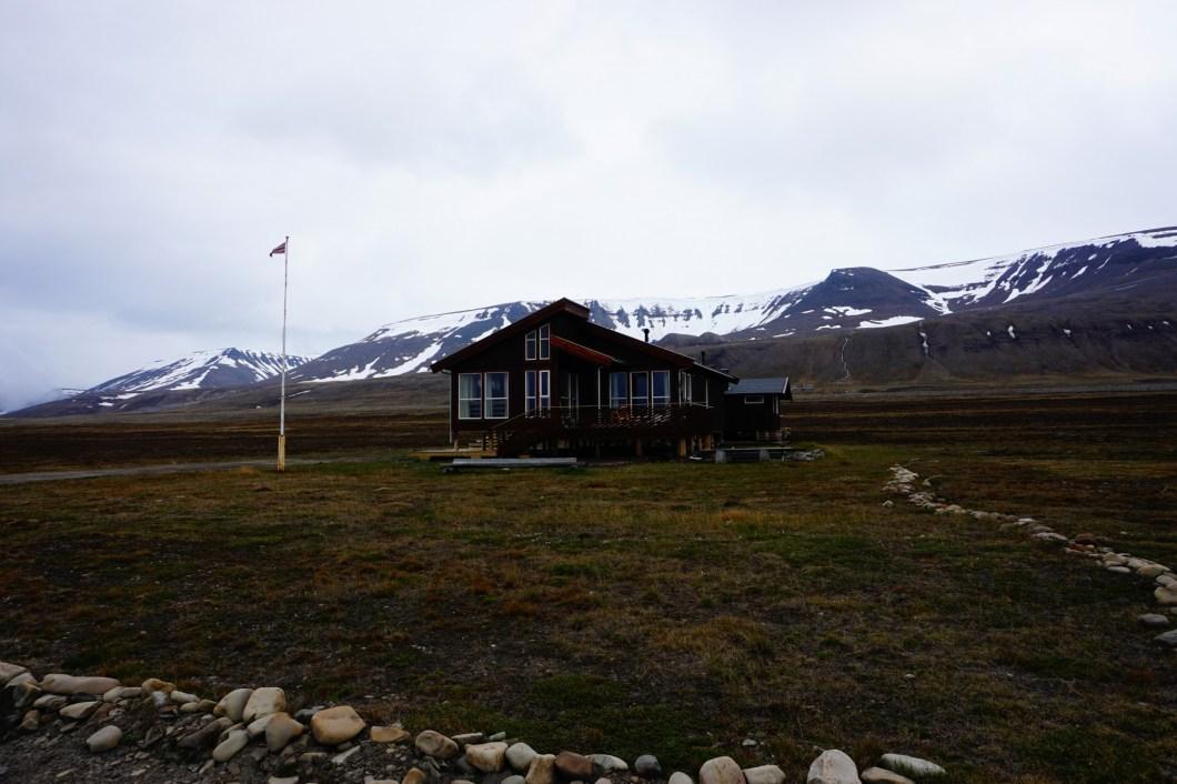 Okolice Longyearbyen - tajski dom