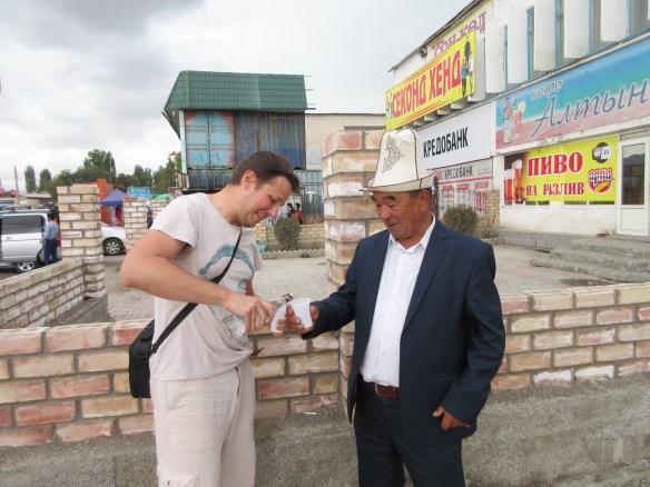 Kirgistan - wódka z localesem