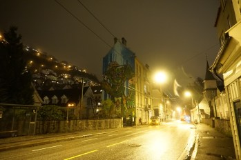 Bergen - miasto po zmroku