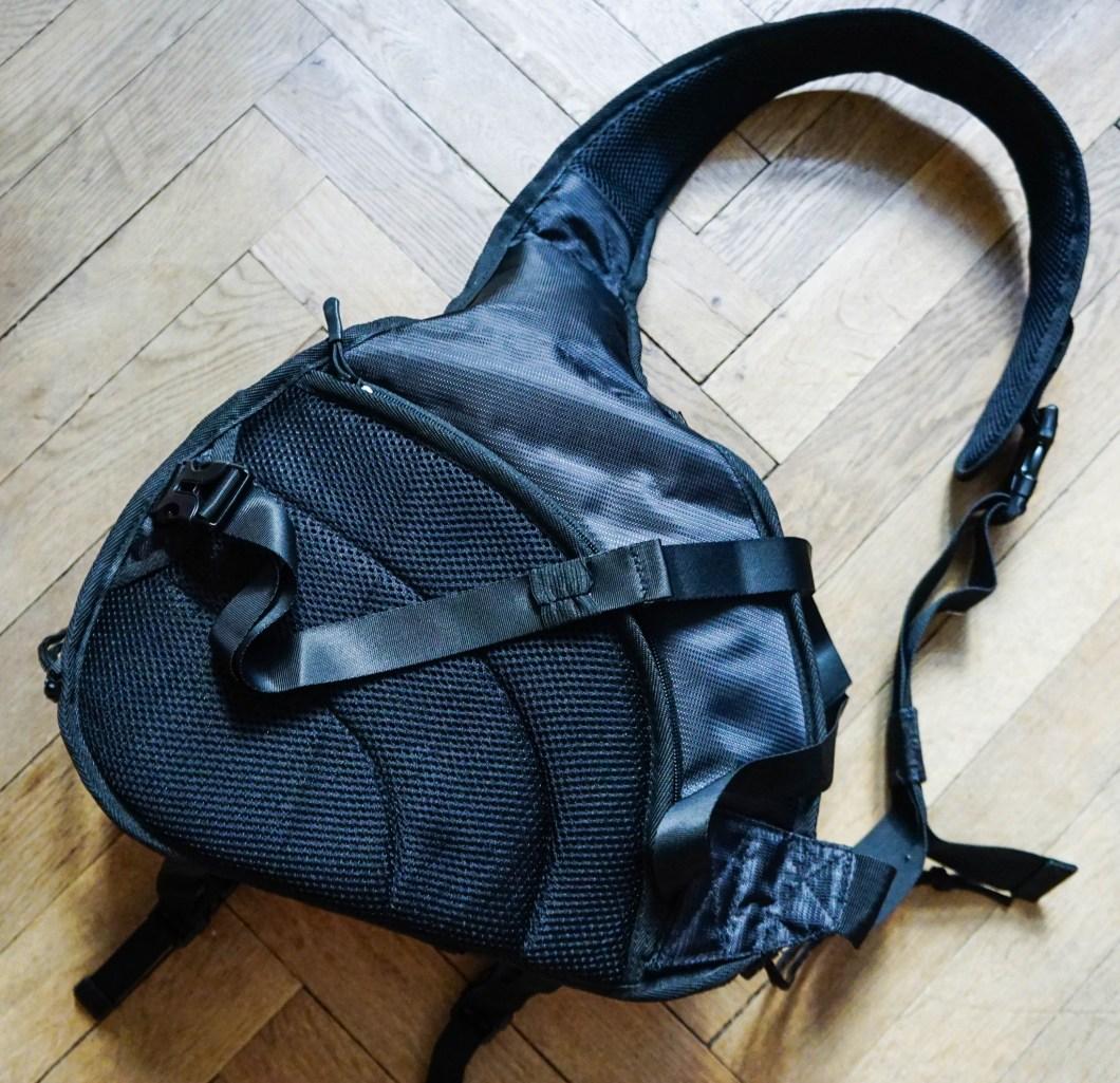 Caden K2 - tył torby z pasem biodrowym