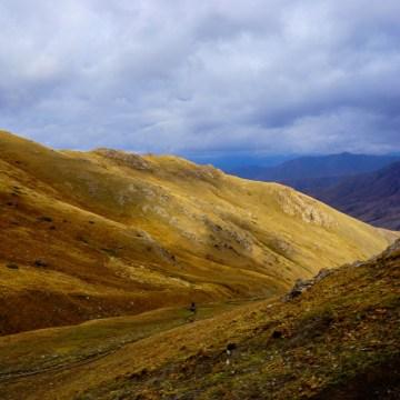 Kirgistan - widok w drodze do Song Kol