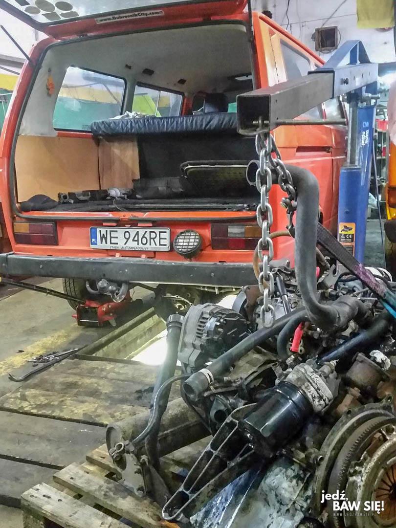 Naprawa VWT3 - przekładka silnika