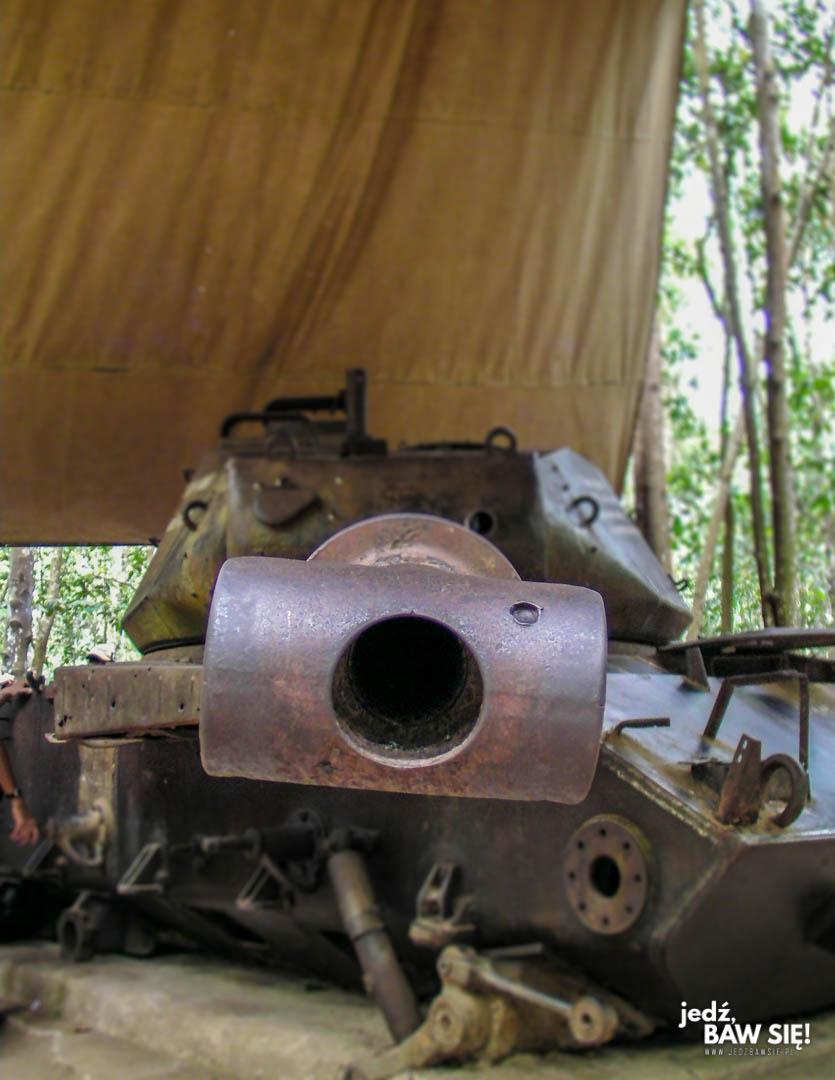 Wrak czołgu - tunele Cu Chi
