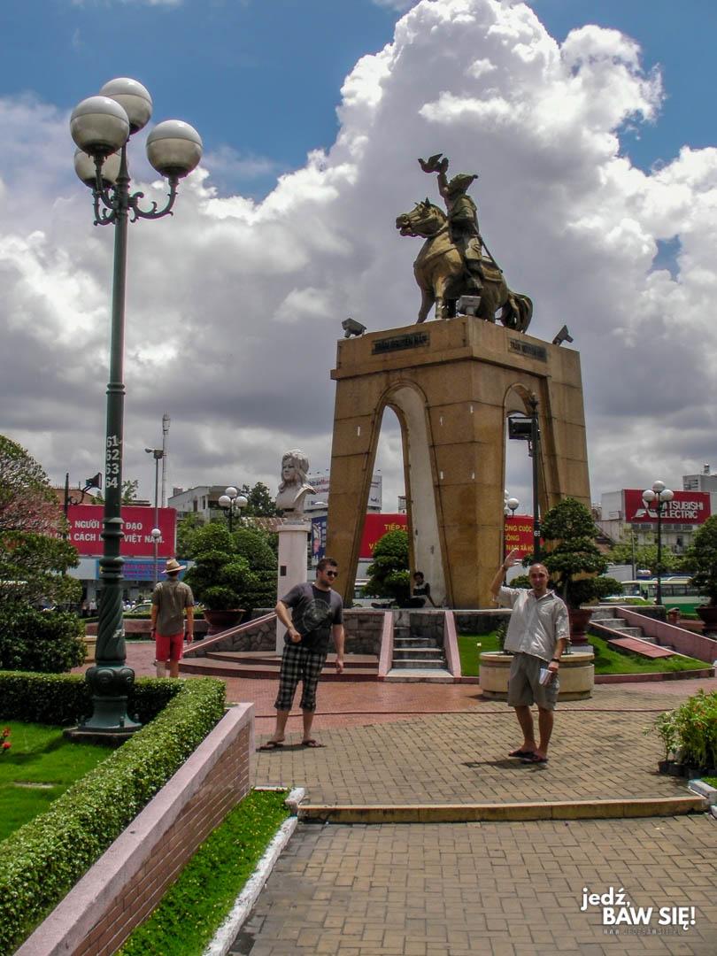 Pomnik - Tran Nguyen Hai