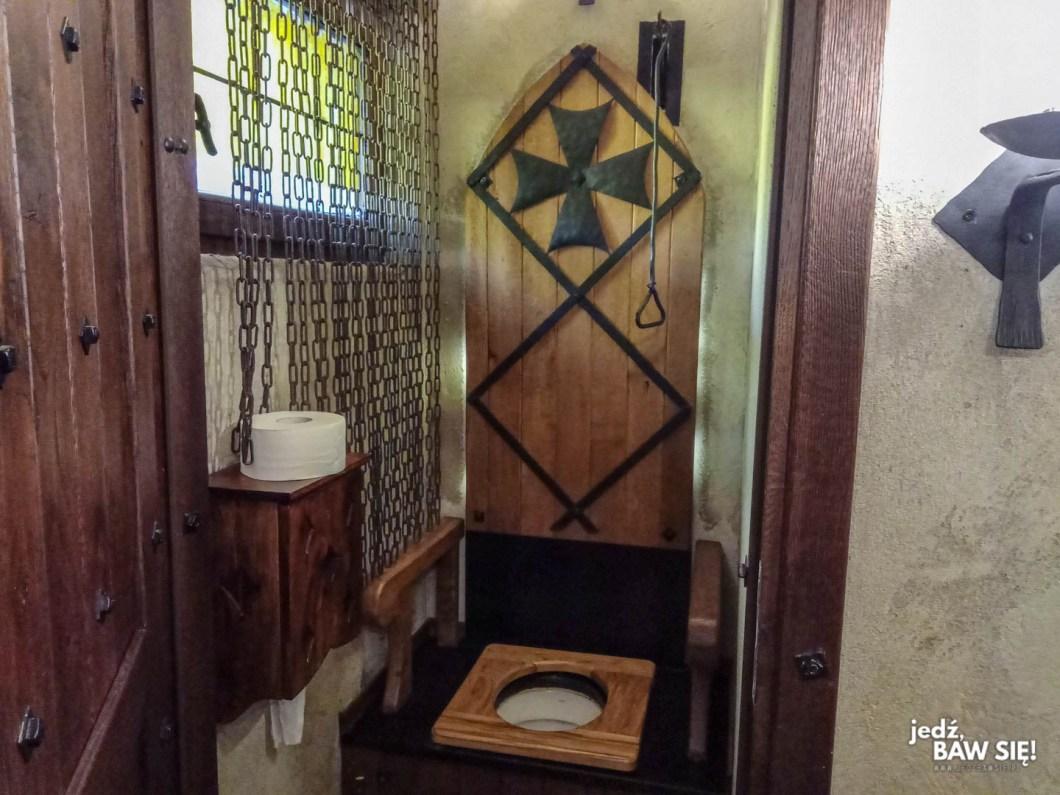 Warownia pszczyńskich rycerzy - toaleta