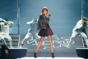 Taylor+Swift+Taylor+Swift+1989+World+Tour+JrQoMTZ7TiXl