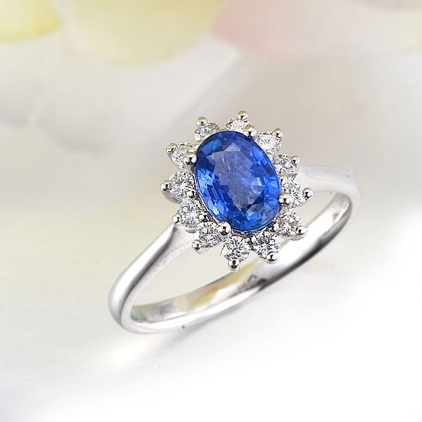 Exquisite Sapphire And Diamond Engagement Ring On 18k