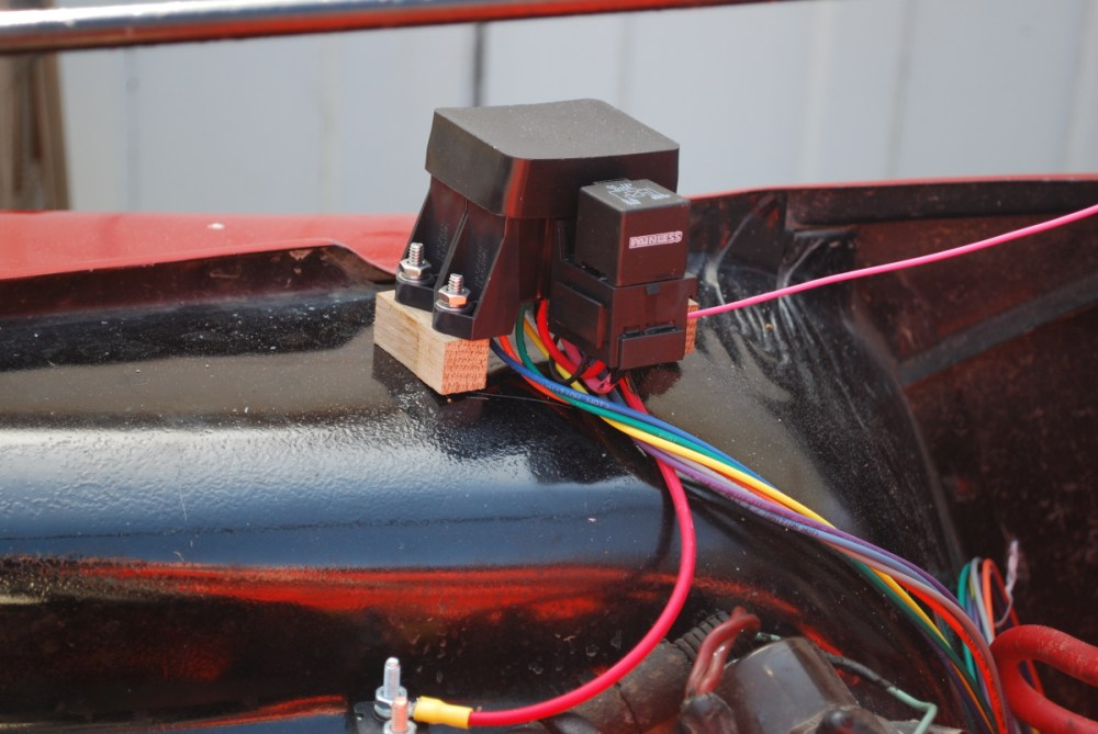 medium resolution of finally you ll see in the picture on the right the connection to the existing fuse block under the dash a simple matter of popping out the sme fuse