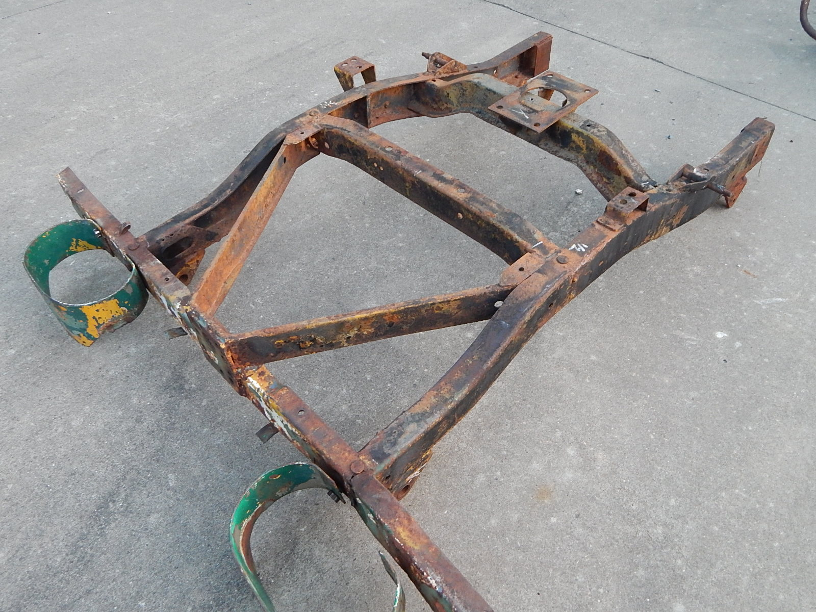 hight resolution of willys m38a1 frame rear section
