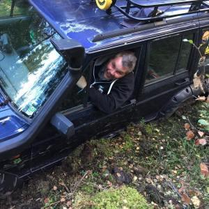 Daniel sitter fast och har svrt att ppna frardrren jeephellip