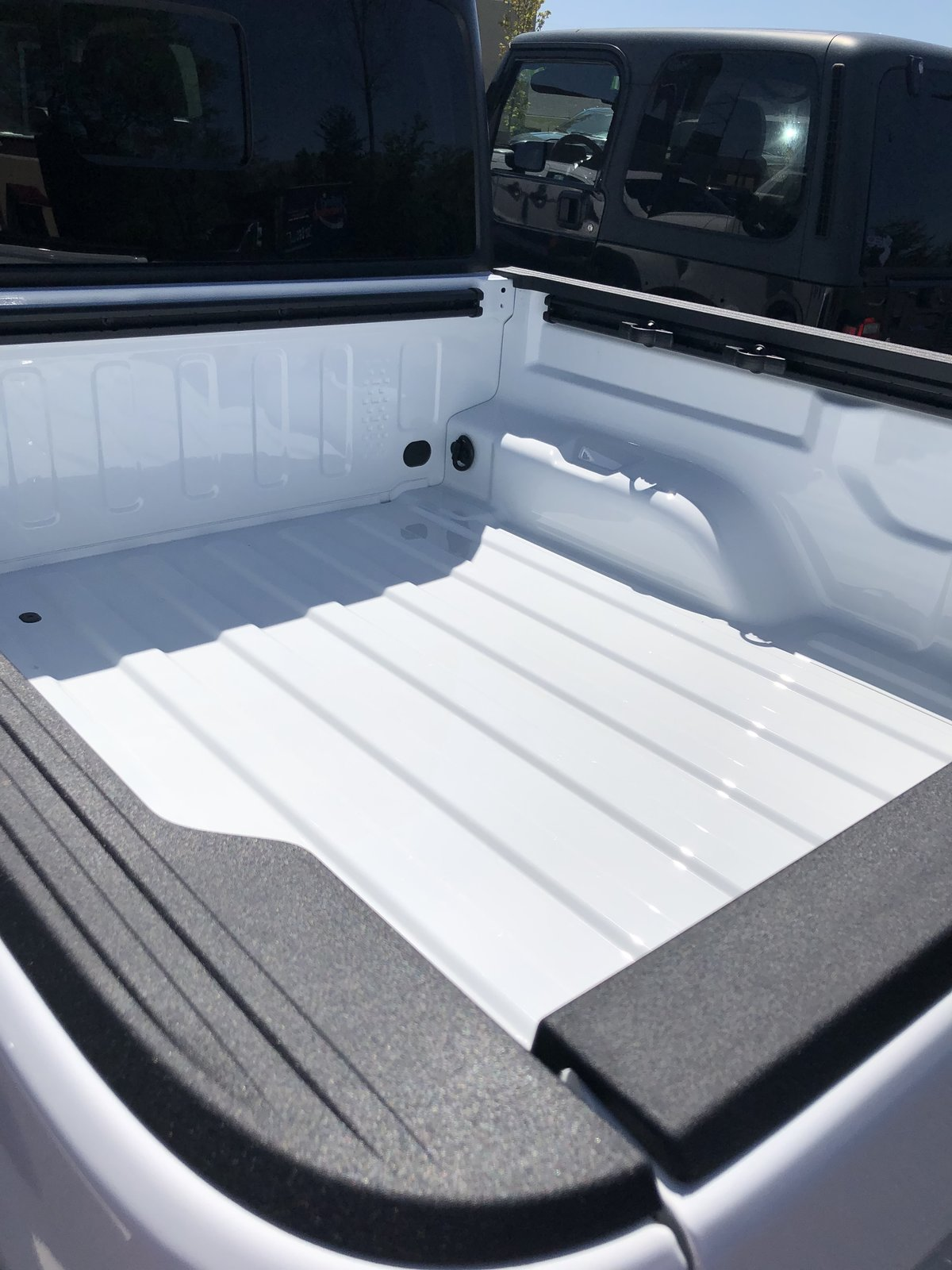 White Bed Liner Paint : white, liner, paint, Line-X, Spray, Liner, Applied, Gladiator, Forum, JeepGladiatorForum.com