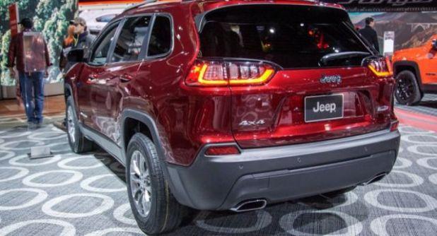 2019 Jeep Cherokee side view