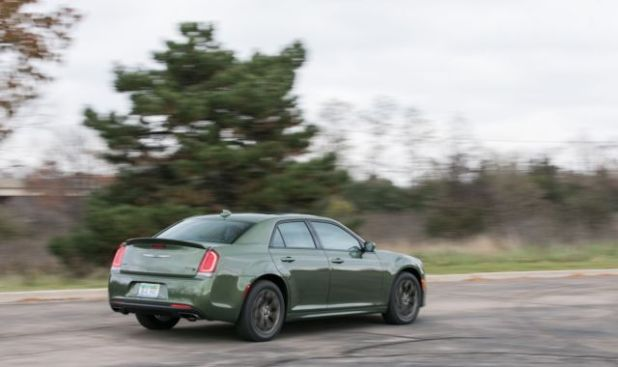 2019 Chrysler 300 rear