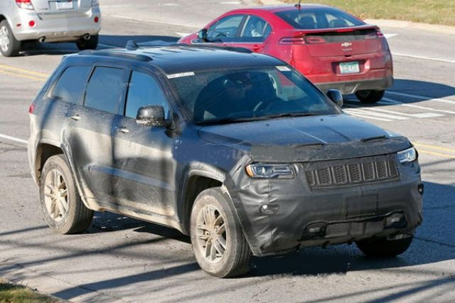 2020 Jeep Grand Cherokee​ Spied Testing