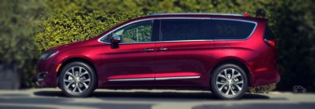 2019 Chrysler Town and Country front side
