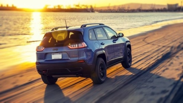 2019 Jeep Cherokee Trailhawk rear view