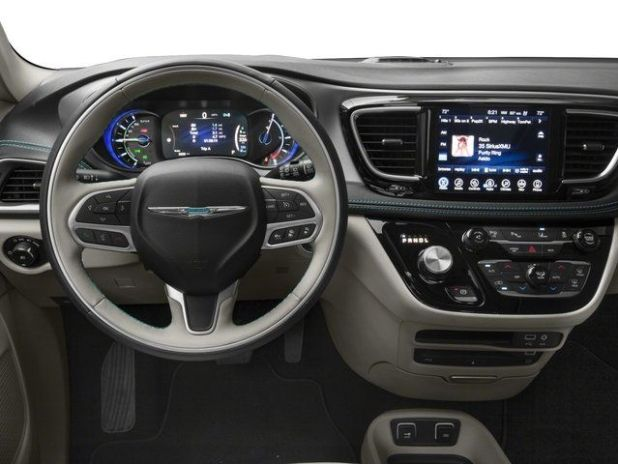 2020 Chrysler Pacifica interior