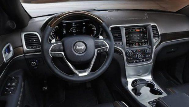 2020 Jeep Grand Cherokee Deserthawk interior