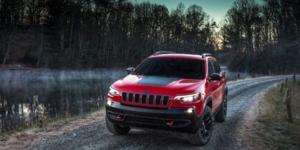 2020 Jeep Cherokee Trailhawk front