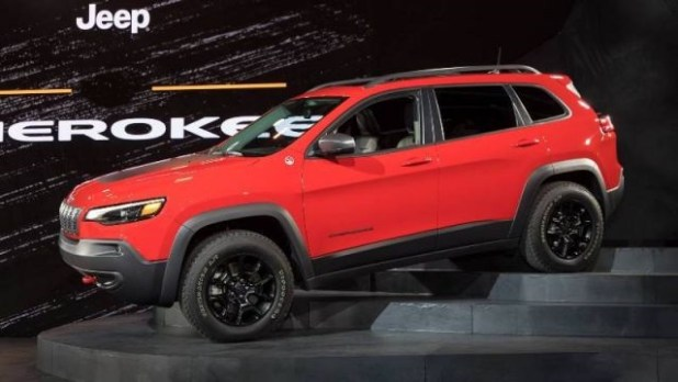 2021 Jeep Cherokee side