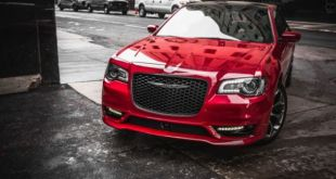 2021 Chrysler 300 front