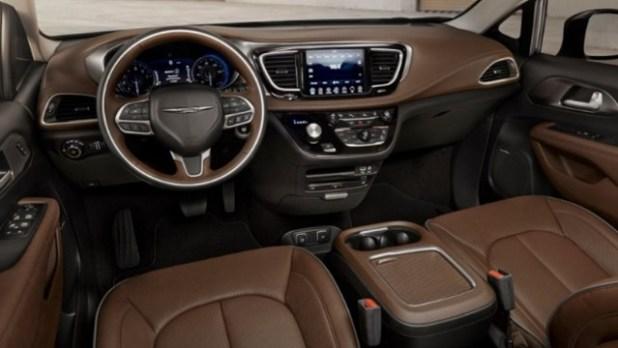 2022 Chrysler Aspen interior