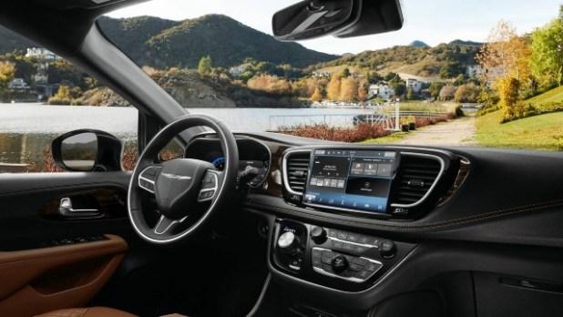 2023 Chrysler Pacifica interior