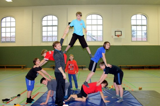 Pyramiden im Sportunterricht an der Jeetzeschule 5