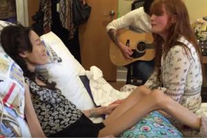 Florence and the Machine Sing at Hospice