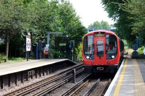 The District Line train, arriving at Kew.