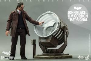 Hot Toys The Dark Knight Rises - Blake and Gordon - Gordon and Bat signal