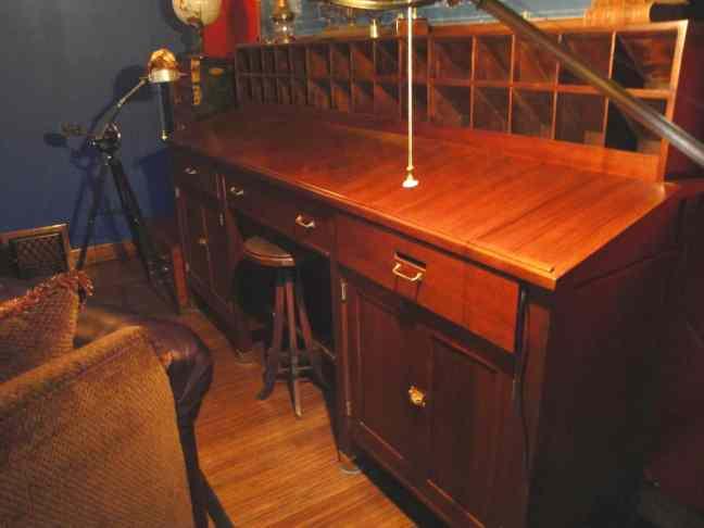10 Antique Desk