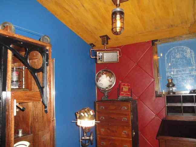 7 Steampunk Hand Lamp corner
