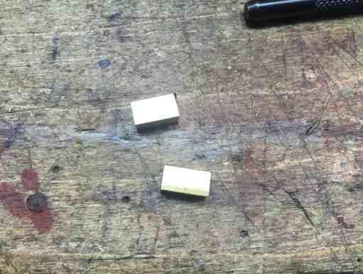 32b hanger clips