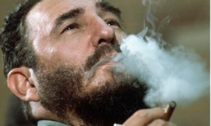 Fidel-Castro-smoking-ciga-001