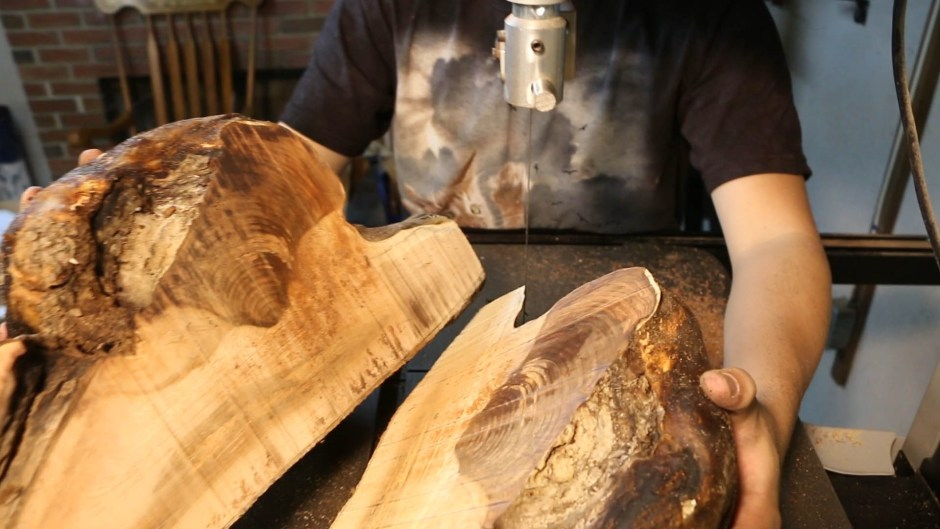 turning a green burl wooden bowl