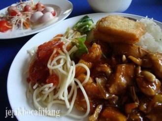 makan siang di Phi Phi Don