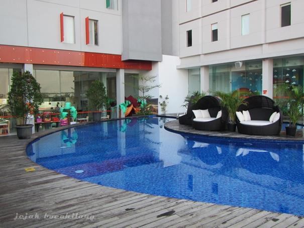 Harris Gubeng swimming pool