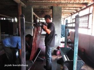 proses nglorot batik
