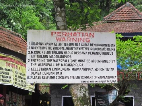 pintu masuk air terjun Madakaripura