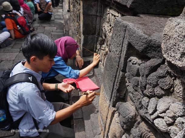 simulasi bersih batu Candi Borobudur