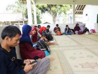 kawan-kawan blogger di Desa Nganggring