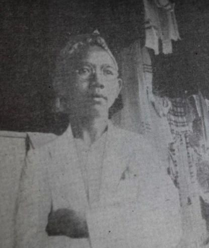 KH. A. Wahid Hasyim , akibat hobinya membaca, sudah berkacamata saat berusia 12 tahun. Sumber foto: H. Aboebakar. 2011. Sejarah Hidup K.H.A. Wahid Hasjim. Bandung: Mizan Pustaka