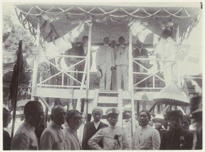 Pertemuan Sarekat Islam di Blitar, tahun 1914. Sumber foto: KITLV Digital Media Library (http://media-kitlv.nl/all-media/indeling/detail/form/advanced/start/7?q_searchfield=sarekat+Islam)
