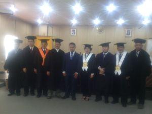 Dr. Tiar Anwar Bachtiar (tengah)