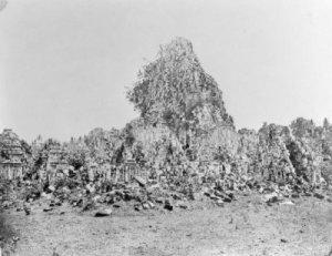 Reruntuhan Candi Prambanan. Sumber foto: KITLV Digital Media Library (http://media-kitlv.nl/all-media/indeling/detail/form/advanced/start/16?q_searchfield=Prambanan)
