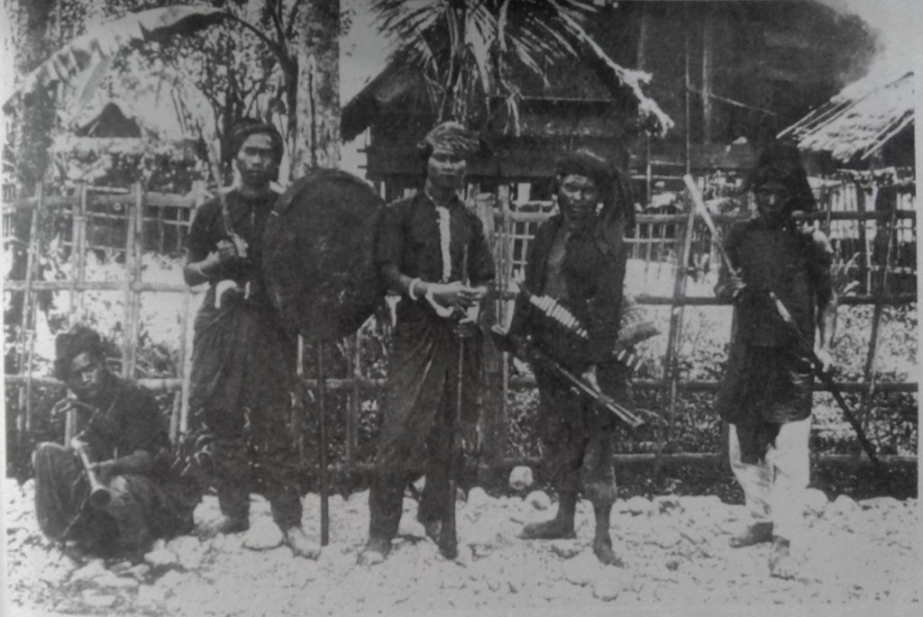 Pejuang Aceh. Sumber foto: perang Kolonial di Aceh. The Dutch Colonial War in Acheh (1997).