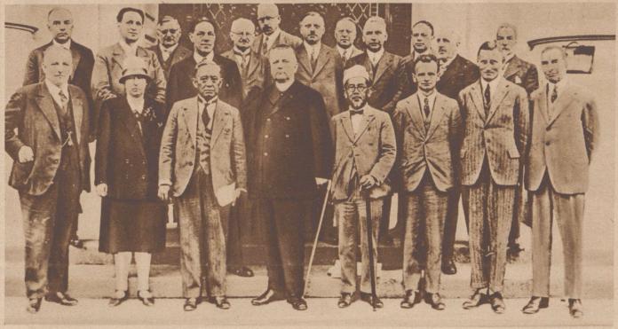 Gambar 1.11 Haji Agus Salim ketika menjadi penasehat mewakili delegasi Belanda di konferensi buruh di Jenewa, Swiss. Sumber foto: Arnhem Courant, 28 Juni 1929
